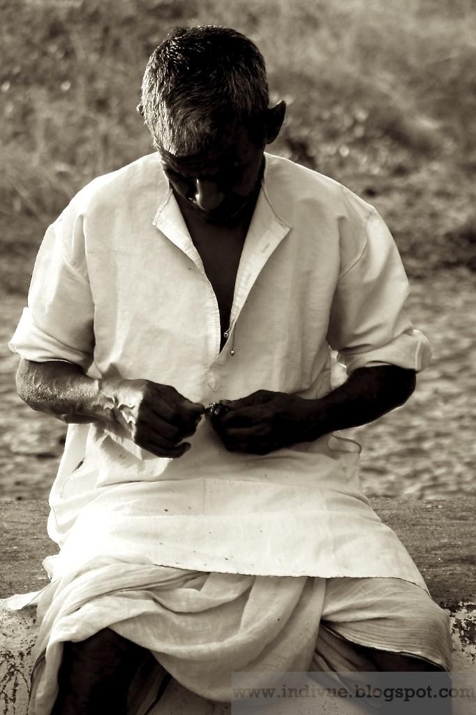 Intialaista miesten vaatetusta: Dhoti kurta
