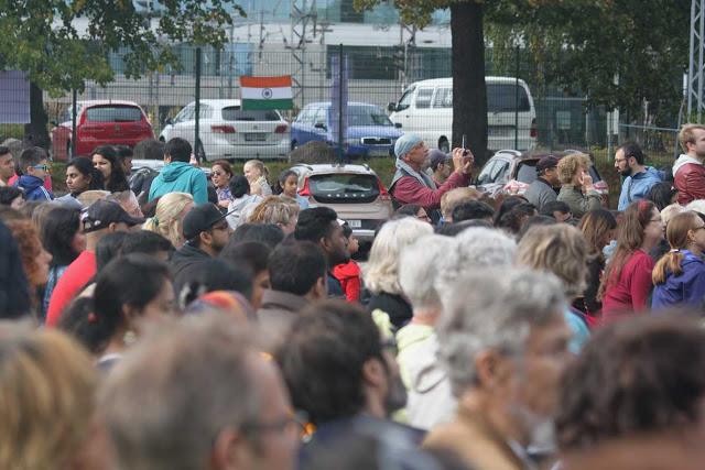 Intia päivän yleisöä