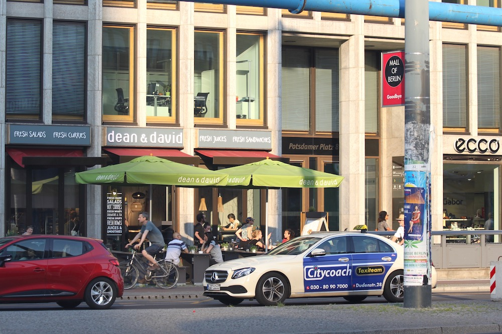 dean&David-ravintolan katuterassi berliinissa