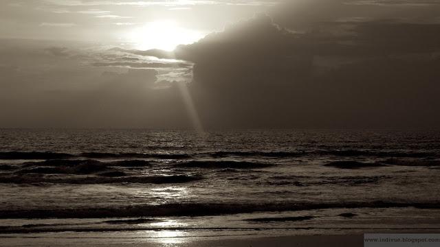 Kaunis auringonlasku Goassa, Intiassa