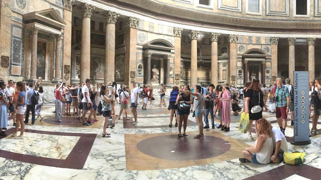 Valokuvanäyttely Roomasta nyt videona