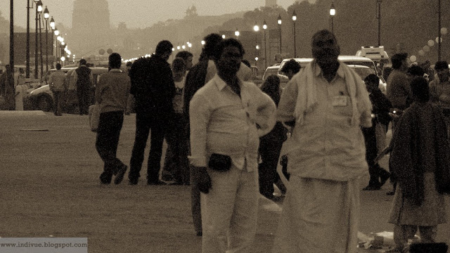 Traditionaalista intialaista miesten muotia