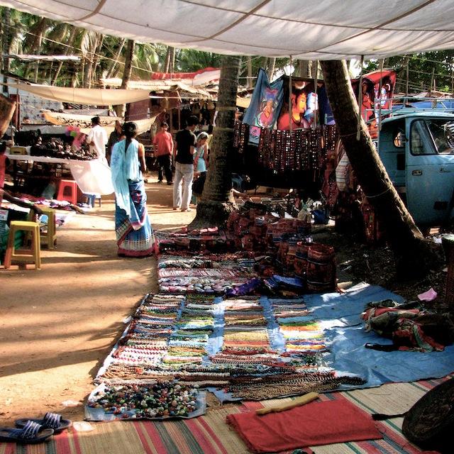 5 syytä käydä Anjuna Flea Marketilla Goassa