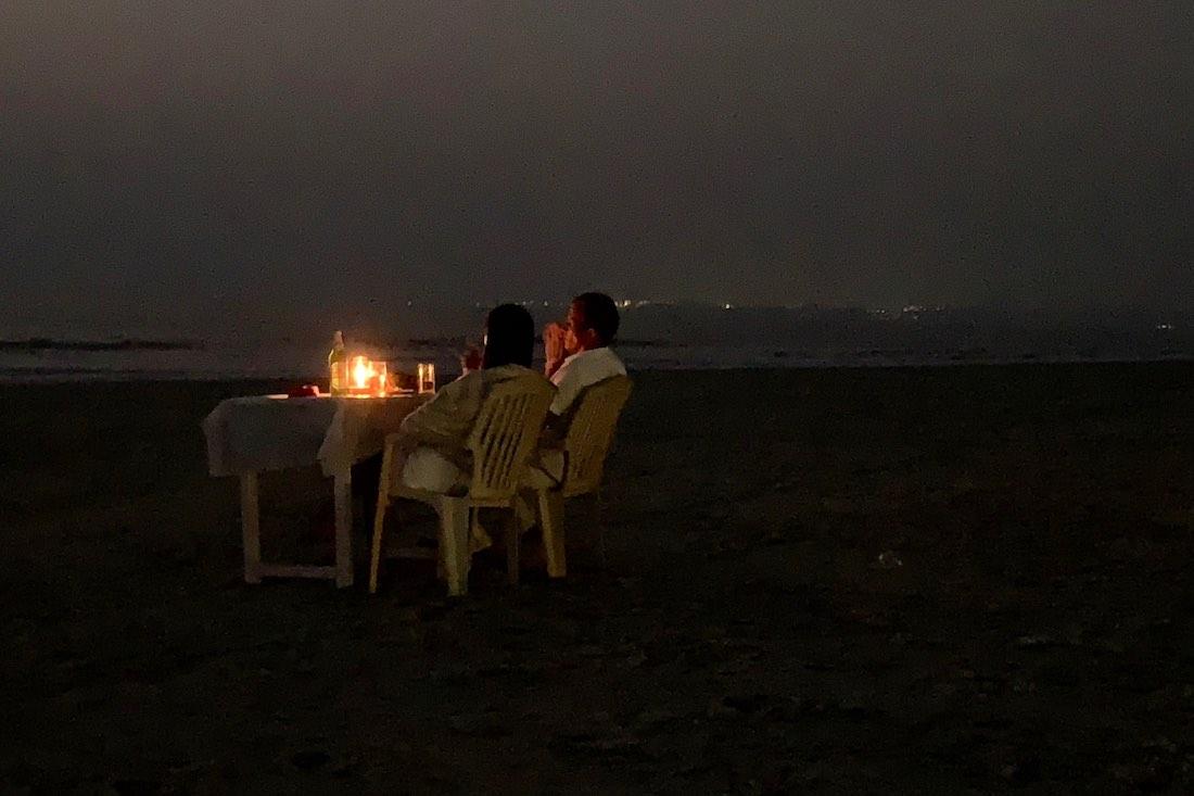 Matkakokemuksia Goasta: illallinen Goan rannalla