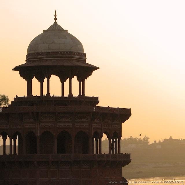 Taj Mahal vuonna 2007