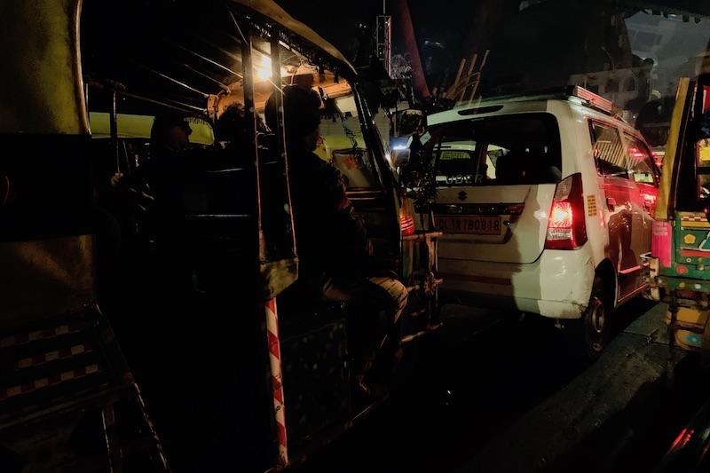 UBER-taksi ja riksa Intiassa