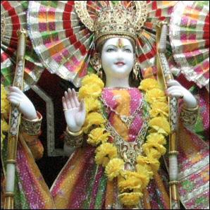 Patsas hindutemppelissä Pohjois-Intiassa