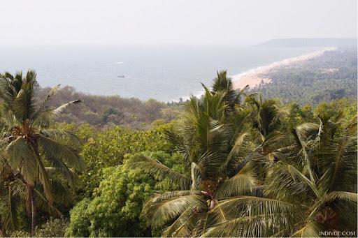 Pohjois-Goan rannat Candolimista Bagaan