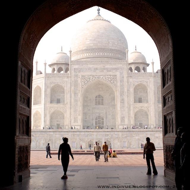 Taj Mahal vuonna 2011