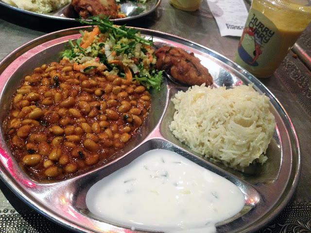 """Tukholmalaisen ravintola Hurry Curryn """"Veg combo"""" kasvisthalia"""