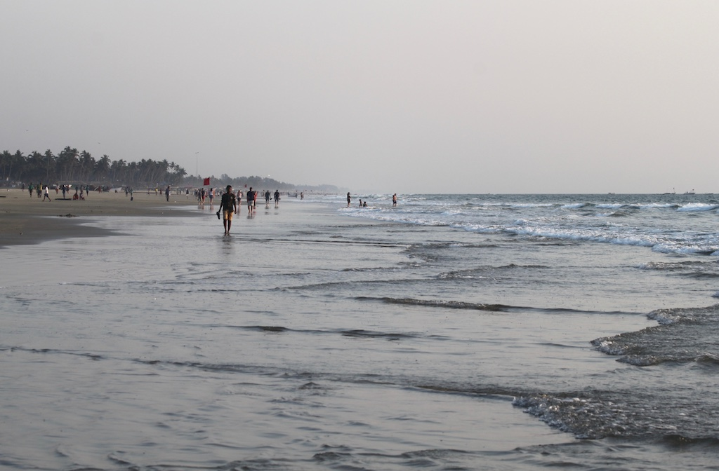 Matkakokemuksia Goasta: Etelä-Goan rantaa, merta ja turisteja