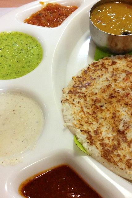 Intialainen Uttapam Saravanaa Bhavan -ravintolassa Chennaissa