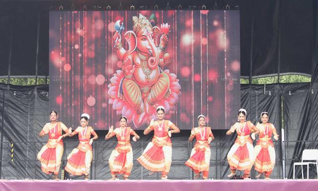 tanssiesitys Intia-päivässä