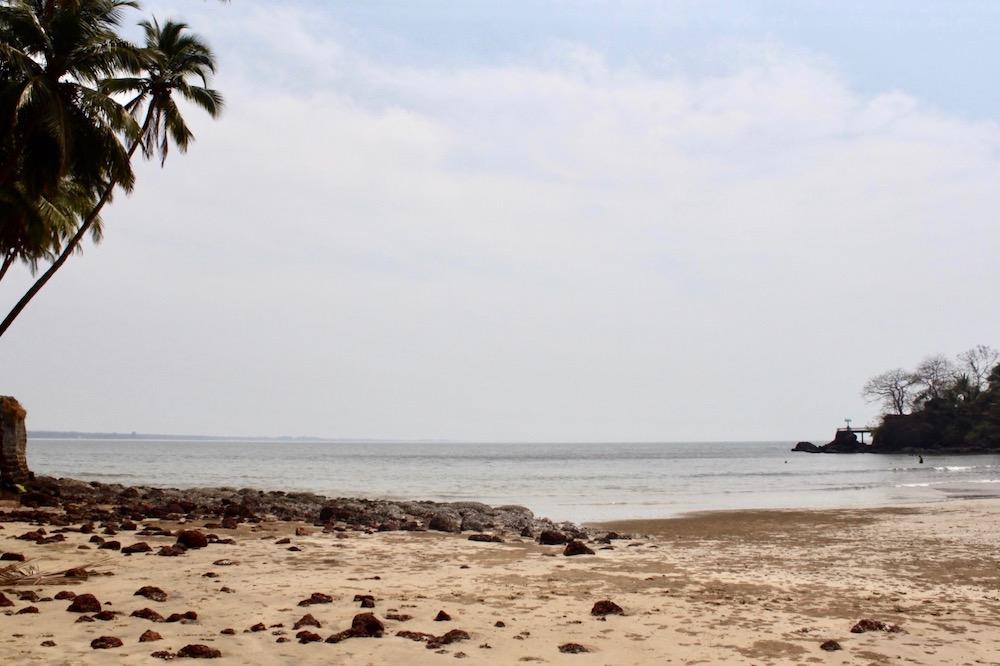 Etelä-Goan rannat Hollant Beachilta nähtynä