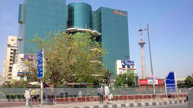 Intialainen kauppakeskus Delhissä