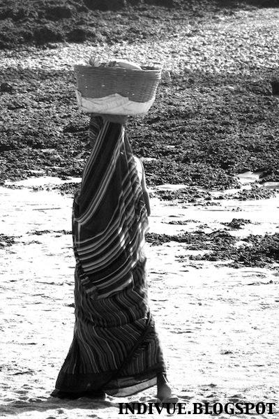 Intialaista naisten vaatetusta ja katumuotia