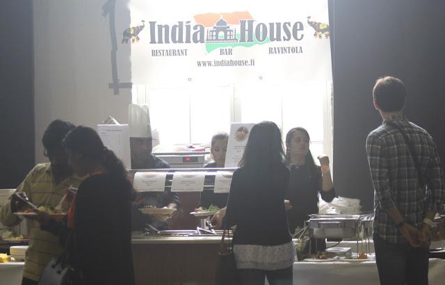 Ravintola India Housen myyntipöytä