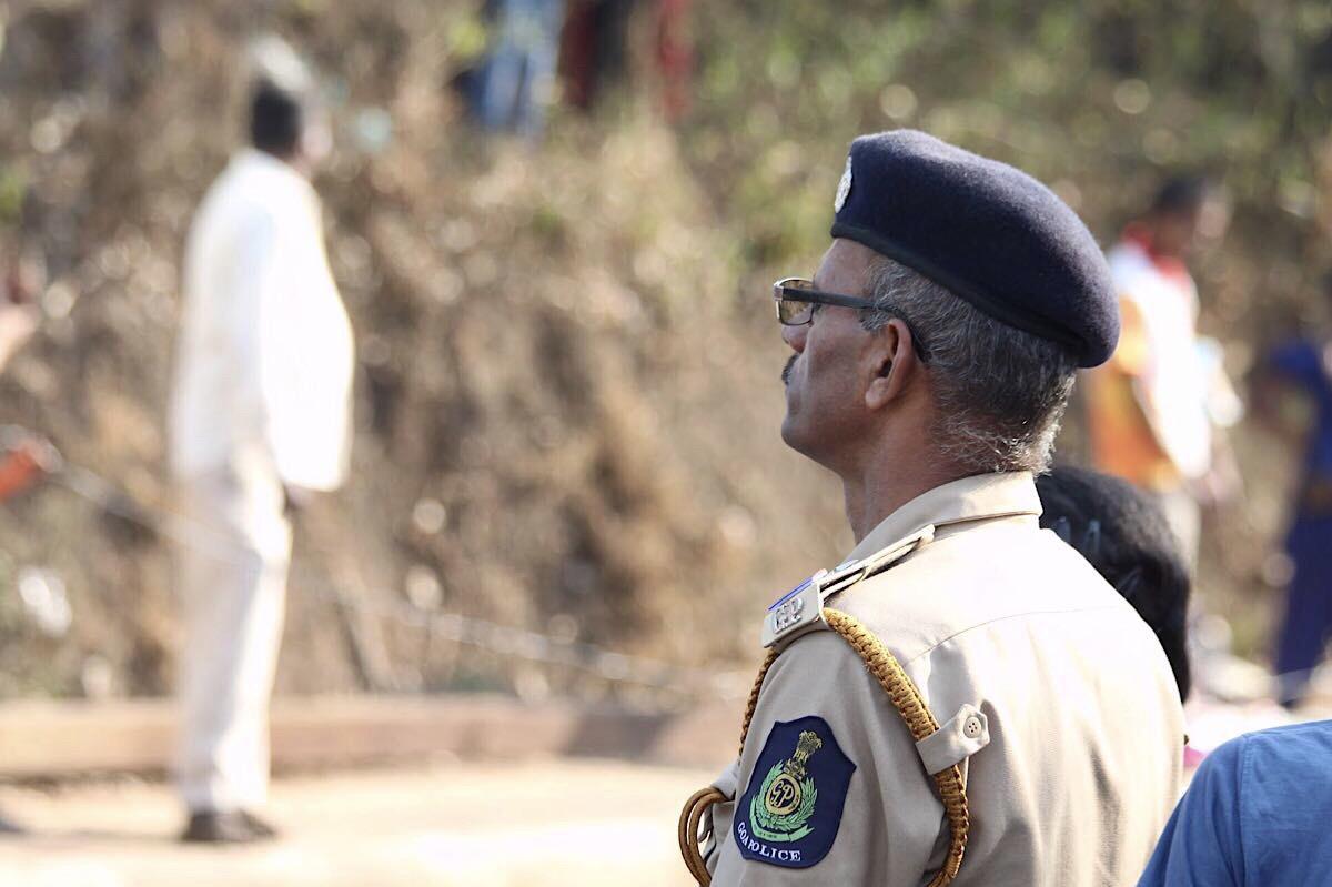 Poliisi valvomassa Goan karnevaaleja