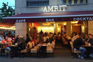 Ravintola Amrit ja terassi ilta-aikaan