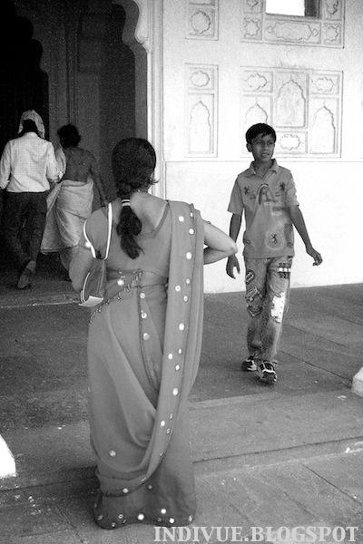 Intialaisen naisen vaatetusta