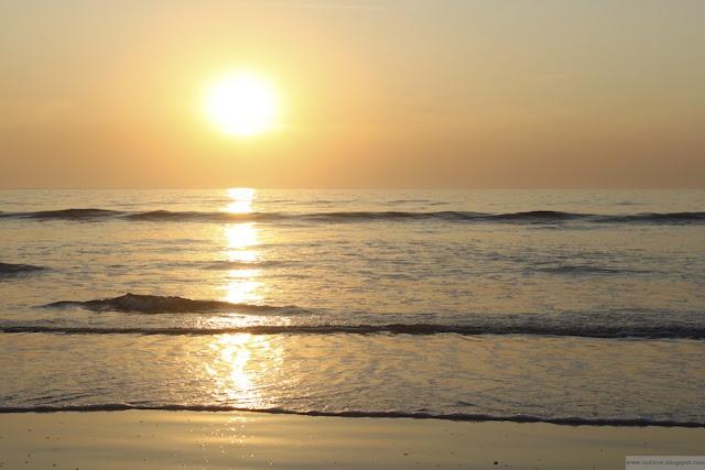 Auringonlasku Goan rannalla joulukuussa 2011