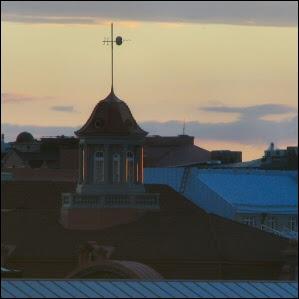 Auringonlasku Helsingin yllä II