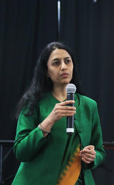 Intian suurlähettiläs Ms. Vani Rao Joogafestivaleilla