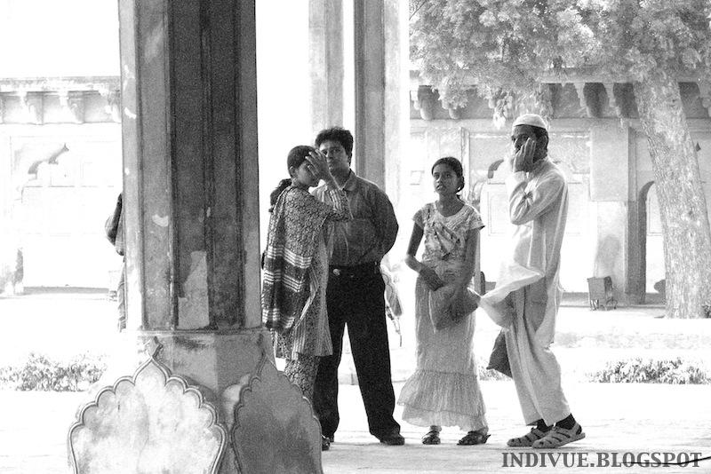 Intialaisen miehen vaatetusta Intiassa
