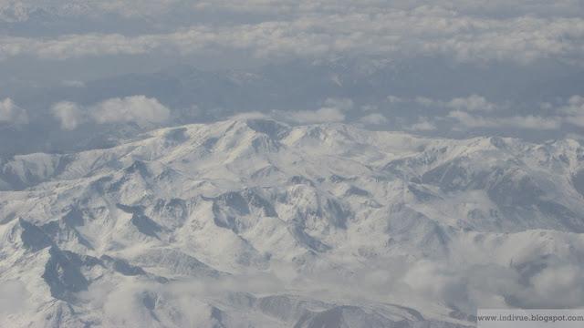 Afganistanin vuoristoa yläilmoista nähtynä