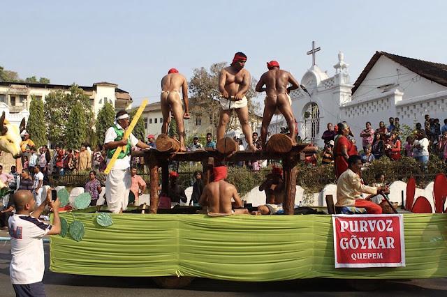 Goalaisia kalastajia karnevaalikulkueessa