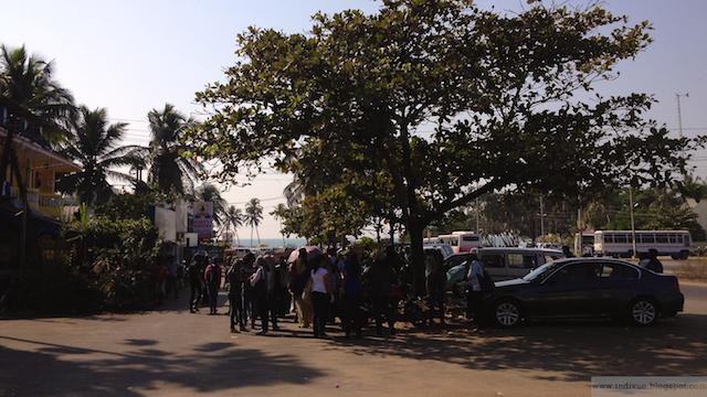 Vapaaehtoiset siivoavat ympäristöä; Colva, Goa