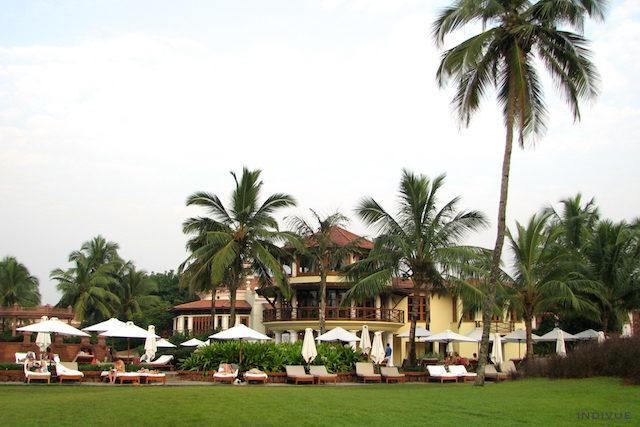 Aurinkovuoteita Park Hyatt -hotellin edustalla Goassa