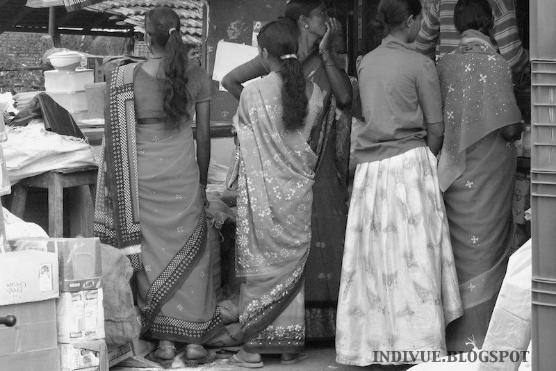 Intialaista naisten vaatetusta
