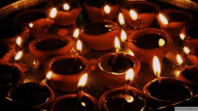 Diwalikynttilöitä Intiassa