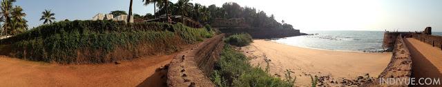Fort Aguada Beach Pohjois-Goassa (panoraama)