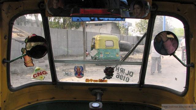 Intialaisen riksan kyydissä