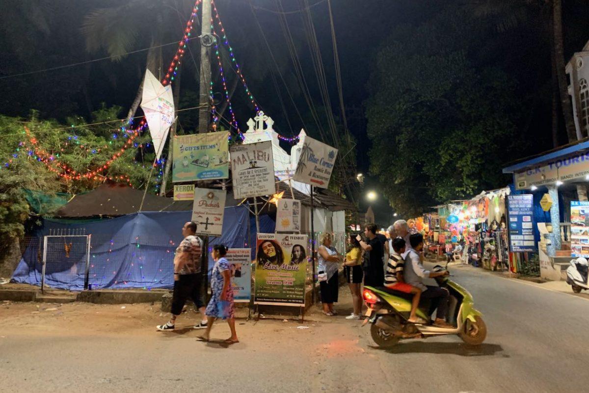 Benaulimin ostarin tuntumassa sijaitsevat myös matkatoimisto ja kristillinen kappeli