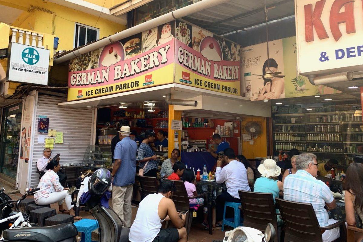 German Bakery sijaitsee Benaulimissa apteekin ja päivittäistavarakaupan välissä