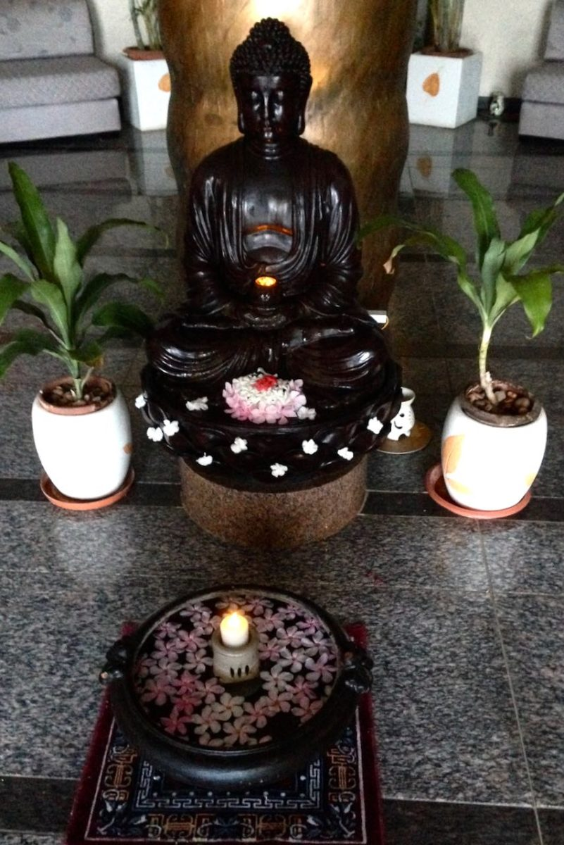 Boddhin patsas hotelli Sunway Manor:issa Pondicherryssä