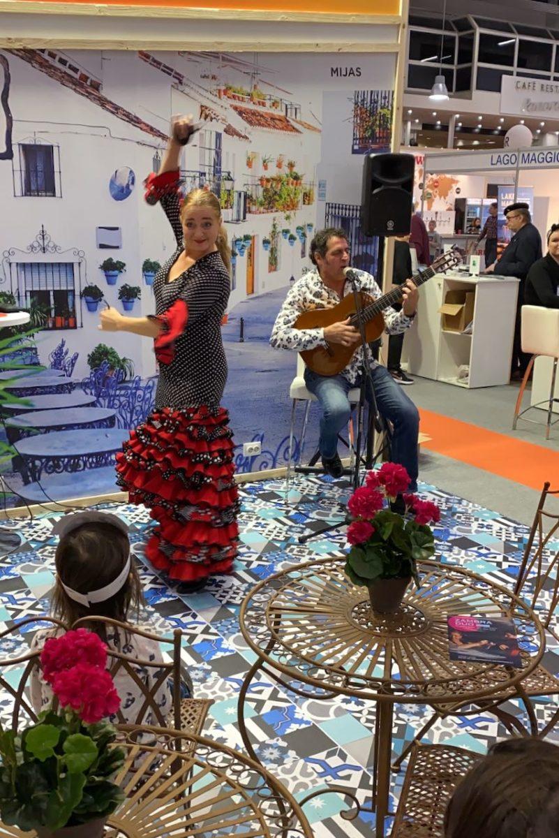 Flamencotanssia ja aurinkorannikko matkamessuilla