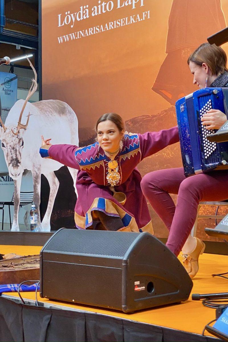 VILDÁ esiintyi joikaten Matka2020-messuilla Helsingissä