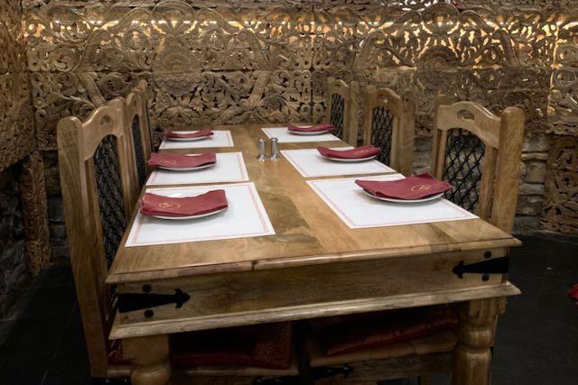 Namaste India -ravintolan sisustusta