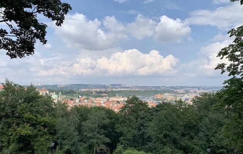 Näkymä Prahan kaupunkiin Petrin Hill -kukkulalta