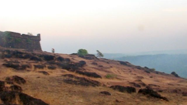 Fort Chapora ja kukkulan rinne