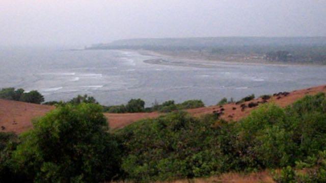 Fort Chapora ja näkymä Morjim Beachille Pohjois-Goaan