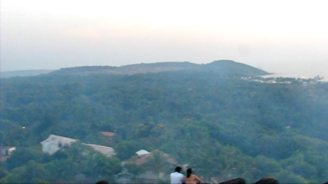 Fort Chapora ja näkymä kohti Anjunan kukkulaa Goassa