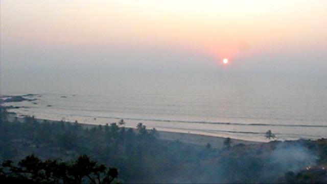 Fort Chapora ja näkymä Vagator Beachille auringonlaskun aikaan