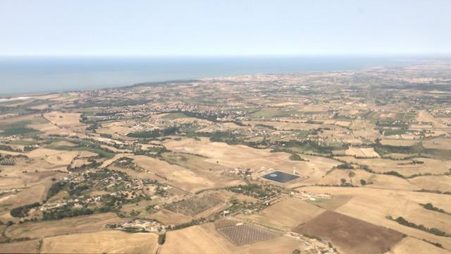 Roomalaisia peltoja ja merta horisontissa
