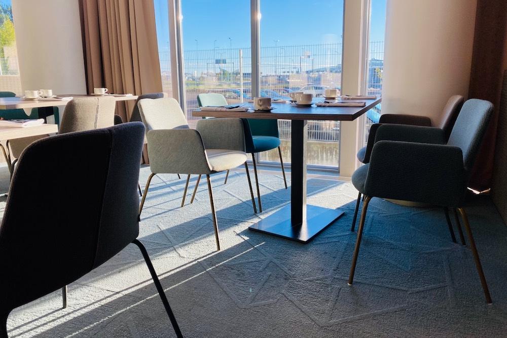 Aamiaispöytä 5. kerrokselle