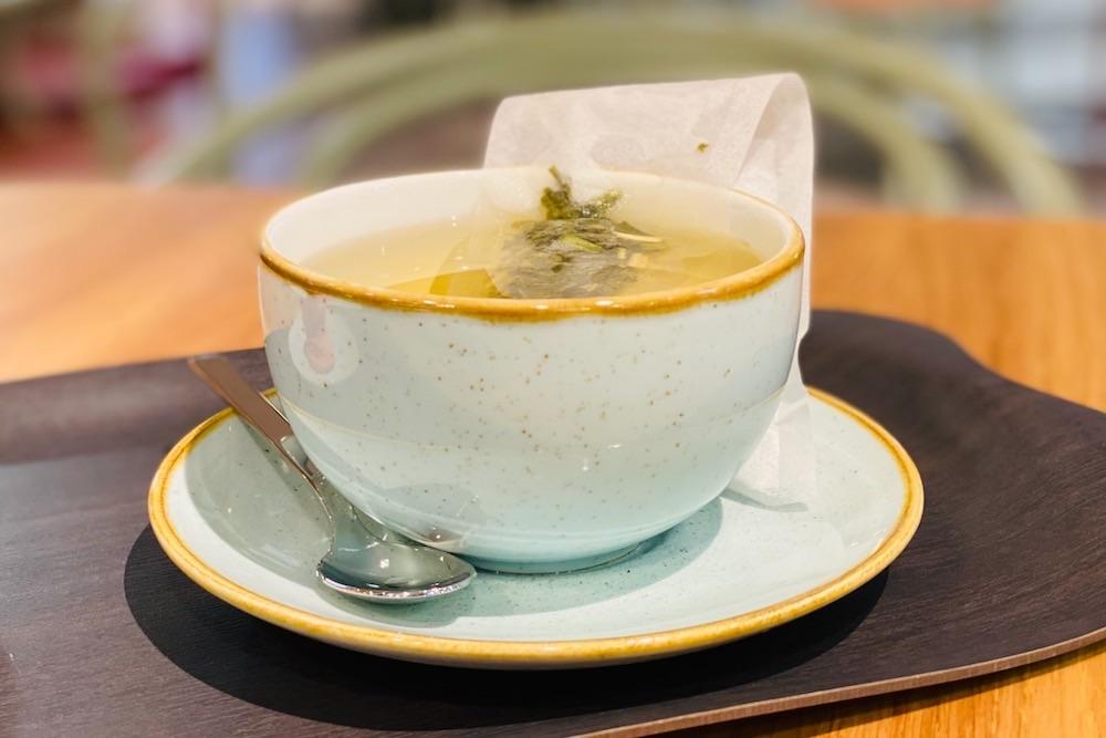 Vihreää teetä Gasmissa Kämp Galleriassa